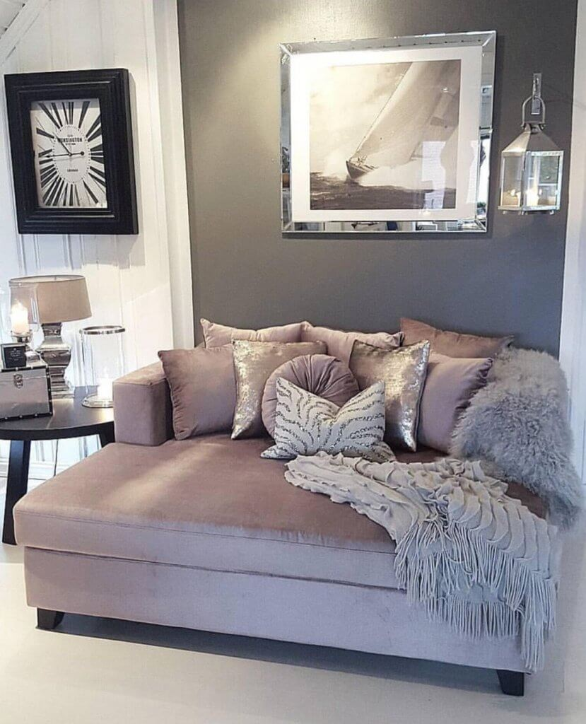 How To Warm Up & Make Your Apartment Feel Cozy This Winter